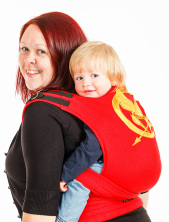 A mum carries her toddler in a full buckle by Kitten Creations